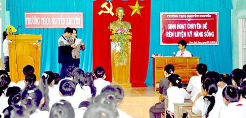 Một buổi giáo dục kỹ năng sống của trường THCS Nguyễn Khuyến (Núi Thành) do VVOB tài trợ.Ảnh: X.PHÚ