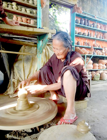 Làng gốm Thanh Hà phát triển tốt nhờ gắn kết với du lịch.