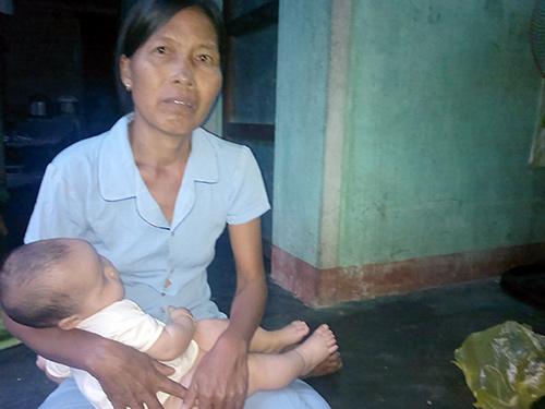 Không có kinh phí chữa trị, mỗi ngày chị Nghi phải lay lắt chống chọi với bệnh tật. Ảnh: M.ĐỨC