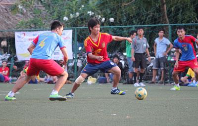 Giải bóng đá đồng hương Quảng Nam - Đà Nẵng 2013 quy tụ gần 500 cầu thủ là con em xa quê tham gia.