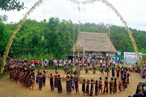 The Bho Hoong community - based tourist village welcomed visitors in the days of Quang Nam Heritage Festival 2013. Photo: Thanh Cong.