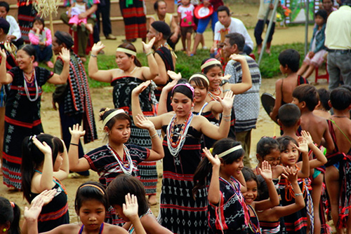 One of the Co Tu ethnic traditional dances.  Photo: Thanh Cong