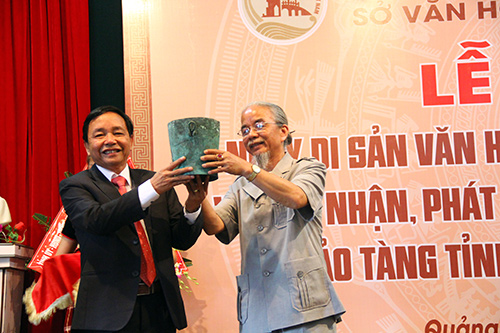Antiques from the wrecked ship at Cham Island donated to Quang Nam Museum