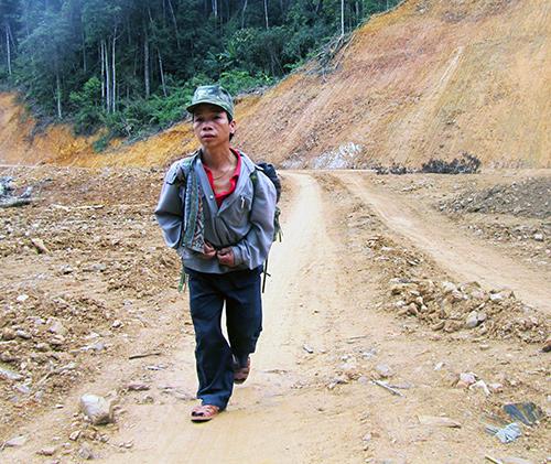 Hàng ngày, Bh'ling Hương vẫn miệt mài với công việc của mình. Ảnh: K.T