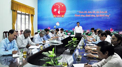 Sở Nội vụ tổ chức cuộc họp lấy ý kiến về việc thi tuyển chức danh cán bộ lãnh đạo, quản lý cơ quan hành chính, sự nghiệp.  Ảnh: VINH ANH