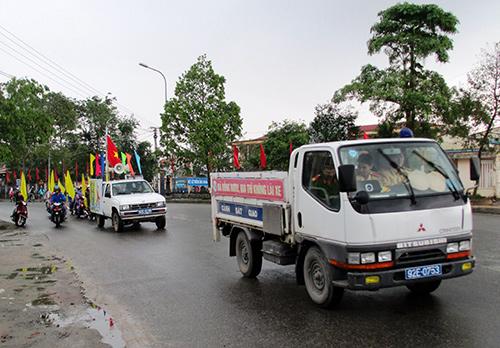 Diễu hành cổ động phòng chống HIV/AIDS tại huyện Duy Xuyên sáng qua 1.12.