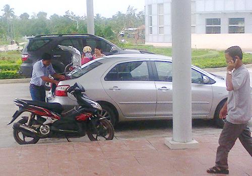 """Một chiếc """"taxi"""" trong đội xe của Bệnh viện Đa khoa Trung ương Quảng Nam đang chuẩn bị chở bệnh nhân về nhà.Ảnh: N.D"""