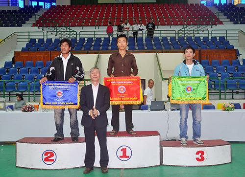Trao giải nhất, nhì, ba toàn đoàn cho các đơn vị Điện Bàn, Tam Kỳ và Phú Ninh.