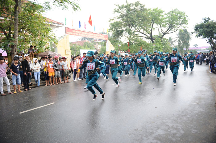 The militiawomen taking part in the Marathon race.