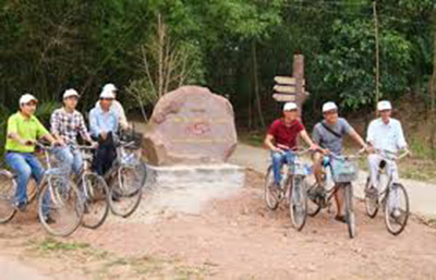 Sightseeing My Son Community-based Tourism village by bicycle has attracted many foreign and domestic tourists.
