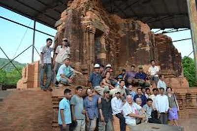 The experts from Italia, UNESCO and workers always stood beside together in the days of restoration and safeguarding the monument Group G .