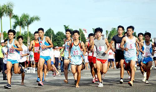 Giải Việt dã truyền thống Báo Quảng Nam năm 2013 - một trong những giải đấu thuộc chương trình Đại hội TDTT tỉnh Quảng Nam lần thứ VII.Ảnh: T.VY