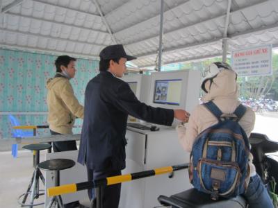 Hệ thống giữ xe điện tử đã được trang bị tại BV Đa khoa khu vực miền múi phía Bắc Quảng Nam. Ảnh: Công Tú