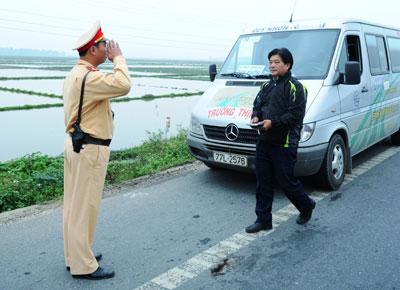 Tăng cường kiểm tra, kiểm soát các loại phương tiện lưu thông trên đường.