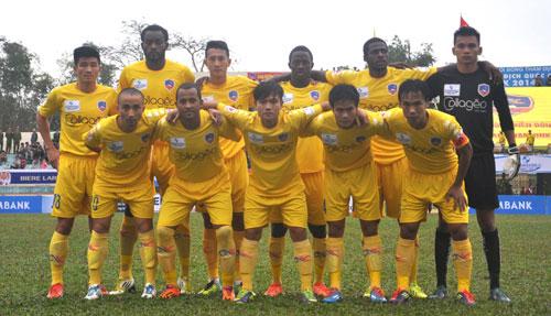 Đội hình xuất phát của QNK Quảng Nam trong trận gặp HV An Giang.Ảnh: AN NHI