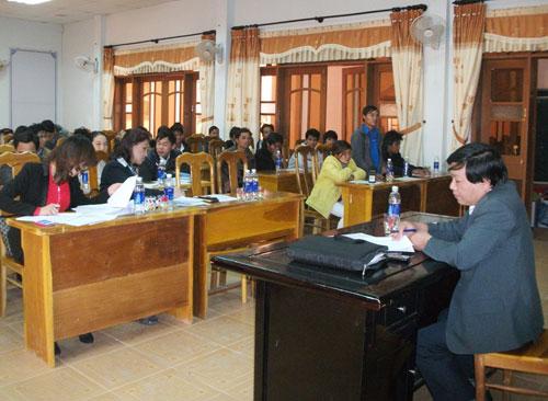 Huyện Tây Giang vừa có cuộc đối thoại với các bên liên quan về xuất khẩu lao động.                                                                                 Ảnh: V.HÀO