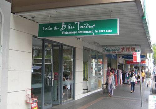 Khu ẩm thực của người Việt.