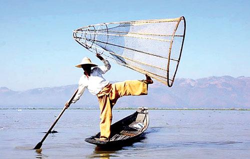 Cách bắt cá trên hồ Inle (Myanmar).