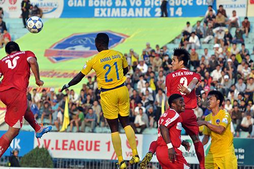 Annas David (số 21) đã được gọi trở lại QNK Quảng Nam.