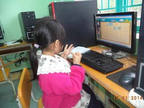 Em Dương Thị Thu Tiền, lớp 1B, trường Tiểu học Ngô Quyền. - Ảnh: TH Ngô Quyền