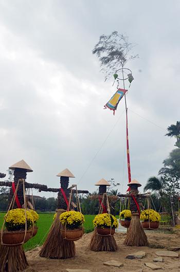 Cây nêu, linh vật không thể thiếu trong những ngày tết ở những miền quê Việt Nam.