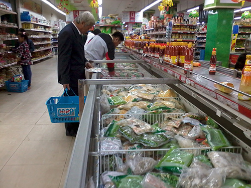 Hải sản đông lạnh ở Coop.Mart Tam Kỳ được nhiều người tiêu dùng chọn mua trong ngày mùng 4 tết.