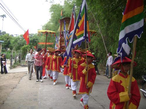 Lễ hội Bà Thu Bồn mang đậm nét tín ngưỡng thờ mẫu của người dân các vùng bãi bồi sông nước. Ảnh: V.LỘC