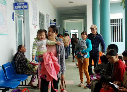 Sau tết, số lượng trẻ em nhập viện tăng đột biến (ảnh chụp chiều ngày 12.2 tại Bệnh viện Nhi Quảng Nam). Ảnh: Đ.Đ