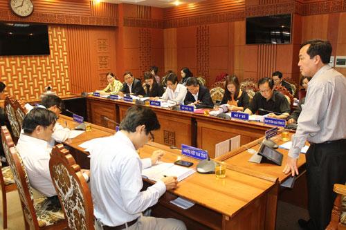 Phó Chủ tịch UBND tỉnh Huỳnh Khánh Toàn chủ trì buổi làm việc.