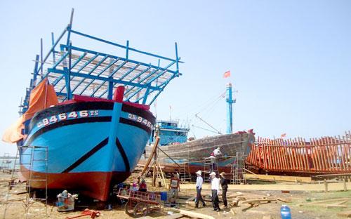 Nhờ nguồn Quỹ hỗ trợ ngư dân, nhiều tàu công suất lớn được đóng mới, vươn khơi.Ảnh: V.V.T