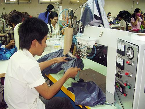 Nhiều doanh nghiệp may ở Quảng Nam chủ yếu gia công nên giá trị gia tăng không cao.