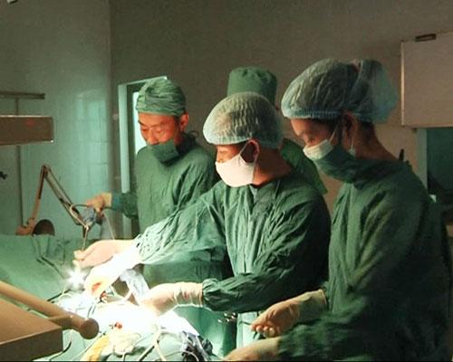 Phẫu thuật nội soi cắt túi mật tại TTYT huyện Quế Sơn.