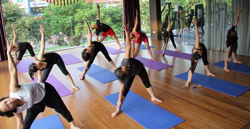 Phụ nữ nên tham gia tập thể dục hằng ngày để giữ sức khỏe tốt.