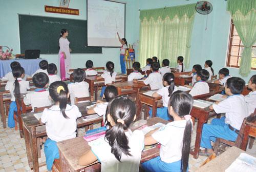 Dạy bằng giáo án điện tử tại trường Tiểu học Hùng Vương. Ảnh: N.Đ.N
