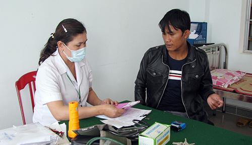 Những năm qua, ngành y tế huyện Núi Thành luôn nỗ lực trong công tác chăm sóc sức khỏe cho nhân dân. Ảnh: PHAN AN