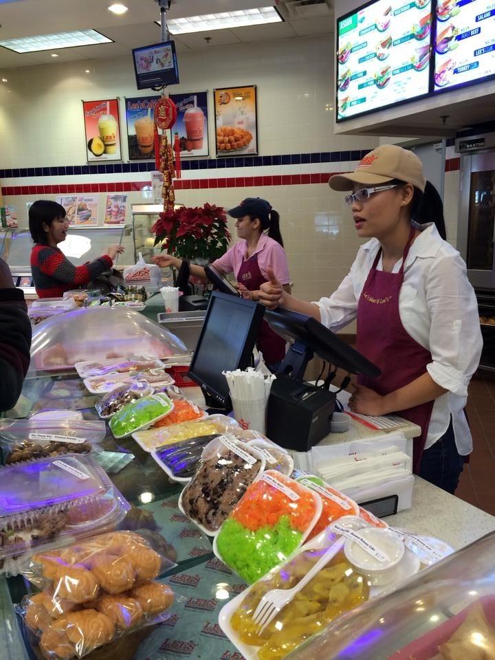 Những món ăn Quảng nôm như xôi, bánh ướt, bún bò, bò tái… đầy ắp trong các nhà hàng Việt Nam tại Mỹ, vẫn không làm cho người Quảng bớt nỗi nhớ quê hương.