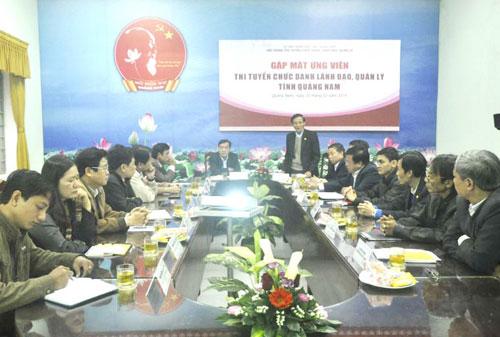 Hội đồng thi tuyển gặp mặt các ứng viên trước kỳ thi.                                             Ảnh: X.PHÚ