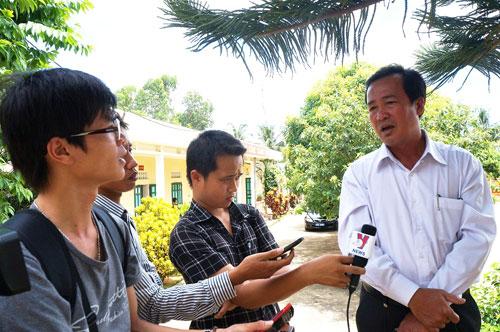 Phó Chủ tịch UBND tỉnh Huỳnh Khánh Toàn trong một lần trả lời báo chí. 