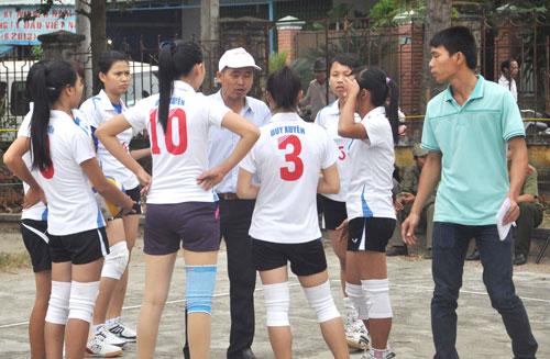 Đội Duy Xuyên tại trận khai mạc giải năm 2014.Ảnh: ANH SẮC