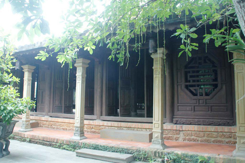 The columns made of sandstone and beautifully carved standing around the house. Photo: Hoang Son