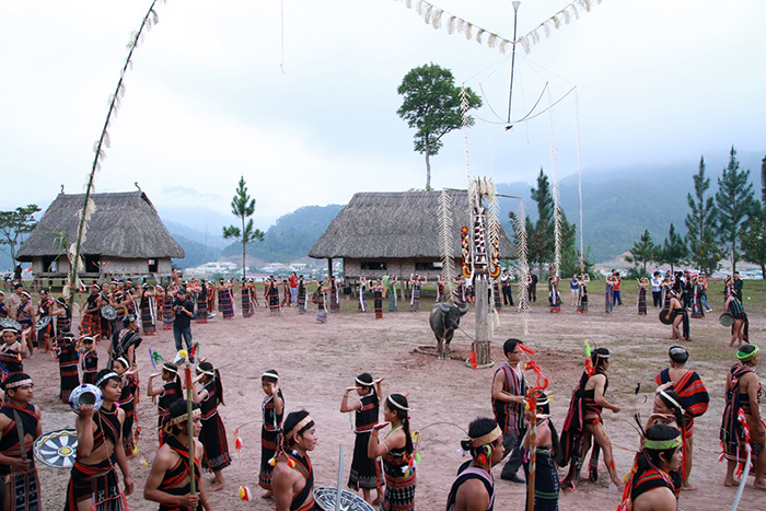 The Co Tu ethnic group in the Festival of New Rice Harvesting.