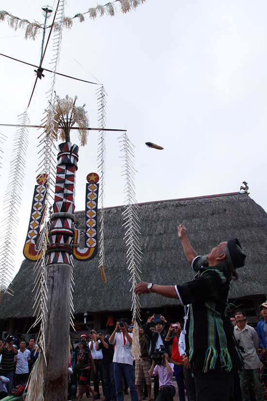 Throwing the buffalo's tail to the pone top: the festival has been successful.