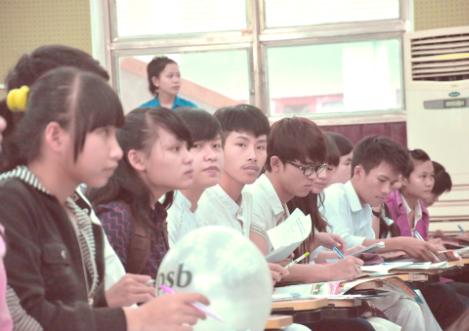 """Hơn 800 học sinh đến tham dự chương trình """"Đưa trường học đến thí sinh năm 2014""""."""