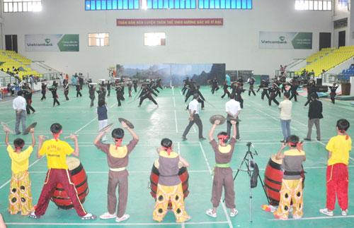 Công tác tập luyện chuẩn bị cho buổi lễ khai mạc khá khẩn trương, tích cực.                                                                                                                   Ảnh: T.VY