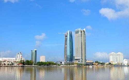 Một góc thành phố Đà Nẵng bên sông Hàn.