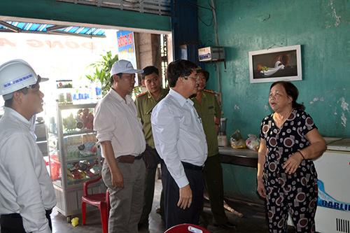 Bí thư Tỉnh ủy Nguyễn Đức Hải tìm hiểu tâm tư, nguyện vọng hộ dân bị ảnh hưởng.