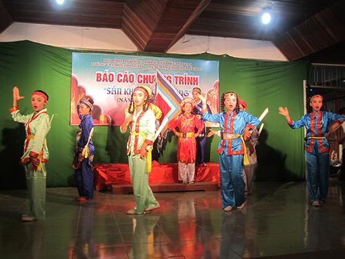 Biểu diễn tuồng ở lớp trẻ - một hành động nhằm bảo tồn văn hóa truyền thống.