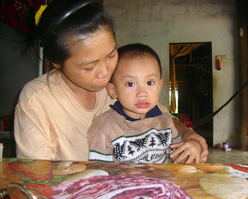 Cần lắm những nhà hảo tâm giúp đỡ để cháu Việt được mổ tim.