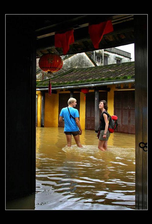 Tham gia photo tour, du khách nước ngoài có thêm cơ hội khám phá vẻ đẹp Việt Nam. Ảnh: Đặng Kế Đông