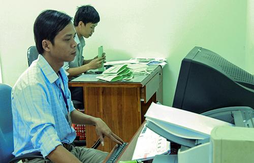 Trẻ hóa đội ngũ cán bộ đã đóng góp rất lớn trong việc thực hiện các nhiệm vụ phát triển kinh tế - chính trị ở xã Duy Tân.